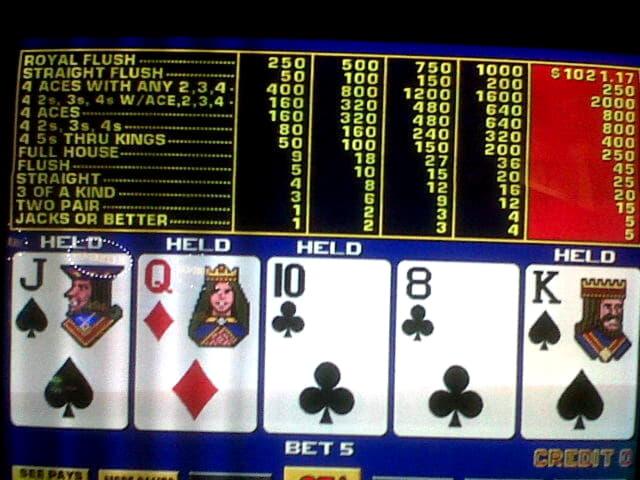 Eur 845 Daily freeroll slot tournament at Cashmio Casino
